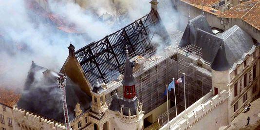 incendie-hotel-de-ville-la-rochelle