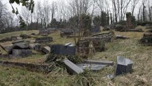 tombes profanées