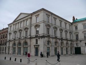 Orléans_-_Place_Sainte-Croix,_n°15,_17,_11