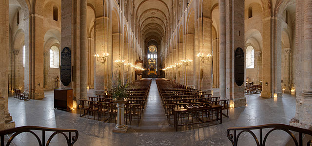 640px-Nave_of_Basilica_Saint-Sernin_-_2012-08-24